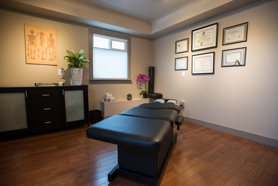 The chiropractic room at Arbutus Health Centre Clinic